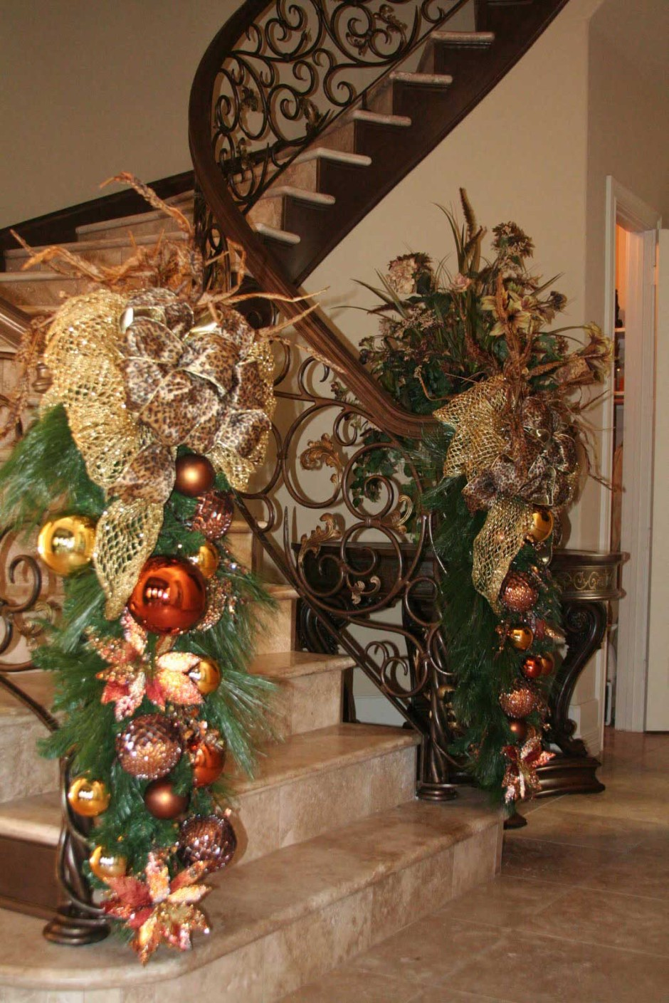 Christmas staircase decorations ideas for this year for Xmas decorations ideas images