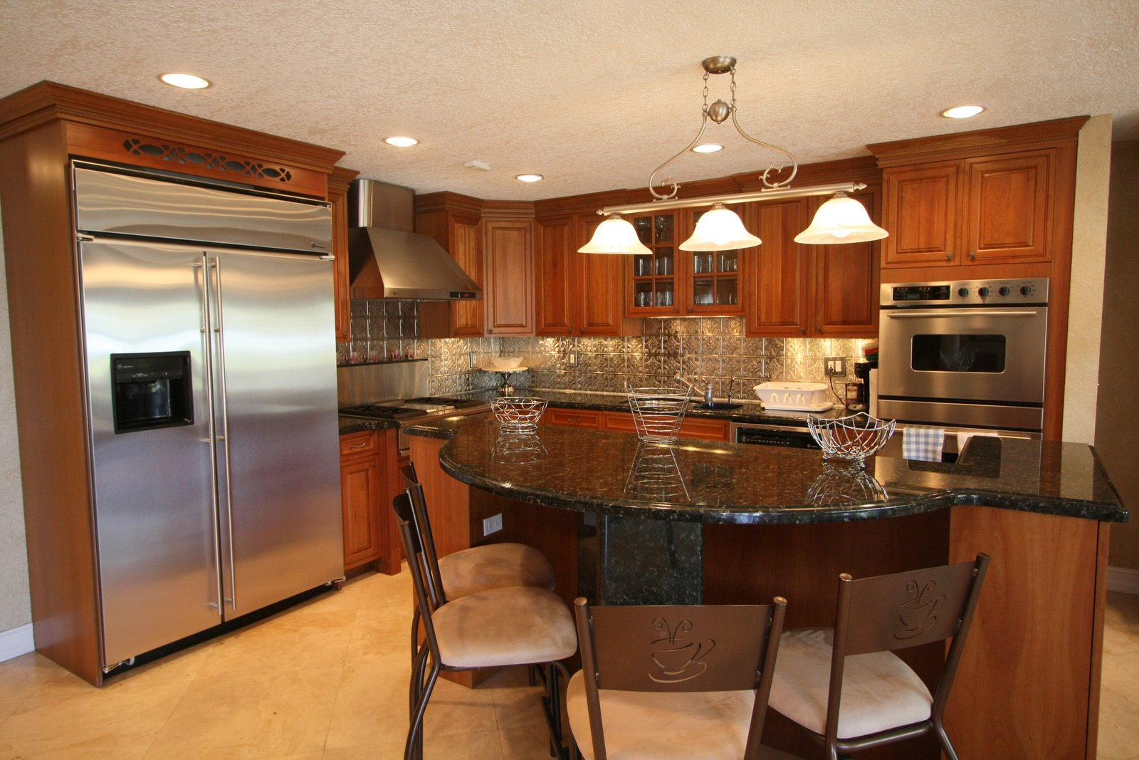 Kitchen remodeling ideas pictures photos for Small kitchen remodeling ideas home renovation