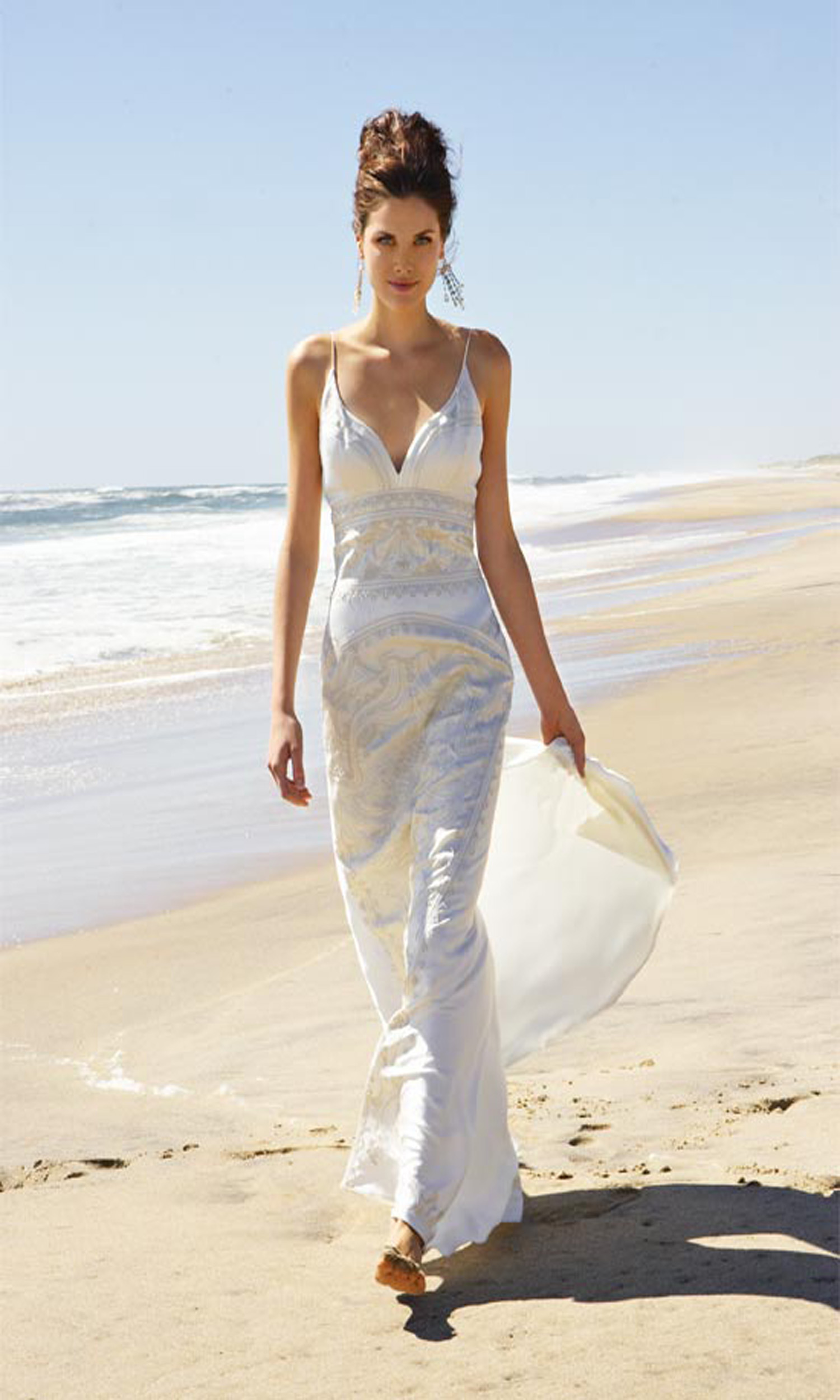 20 unique beach wedding dresses for a romantic beach