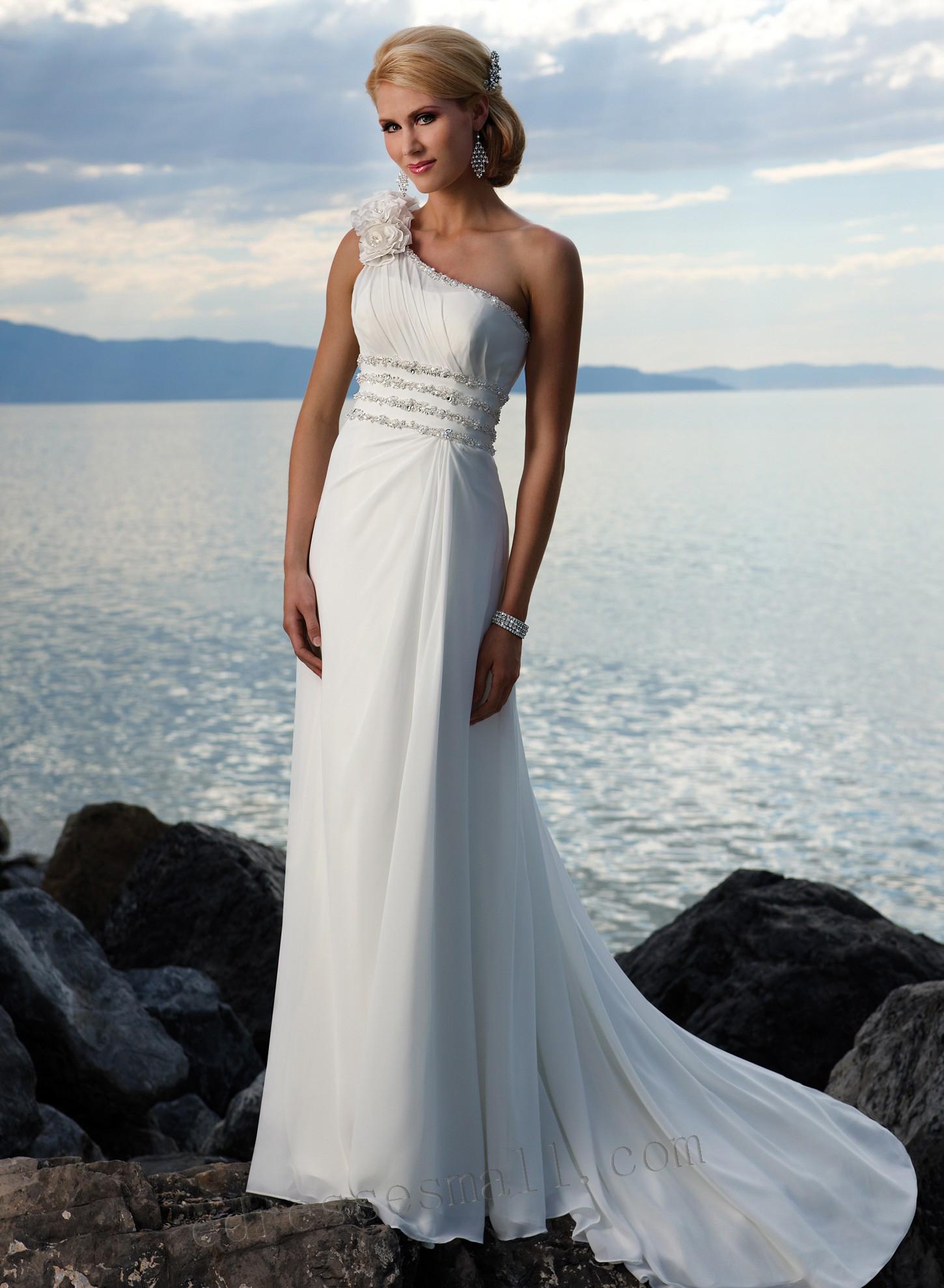20 unique beach wedding dresses for a romantic beach for Bridesmaid dresses for beach wedding theme