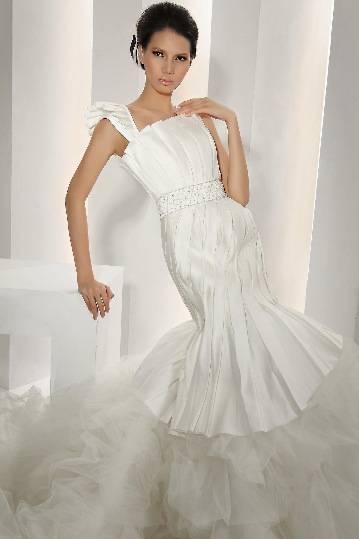 elegant luxurious trumpet mermaid wedding dress