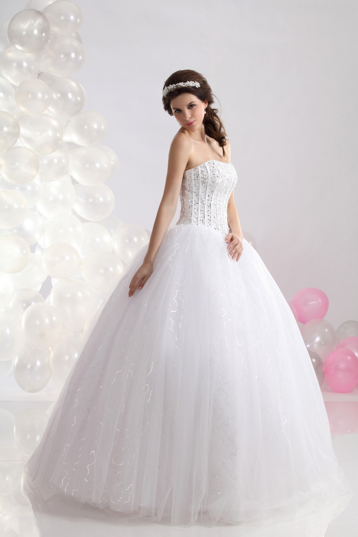 elegant luxurious wedding dress