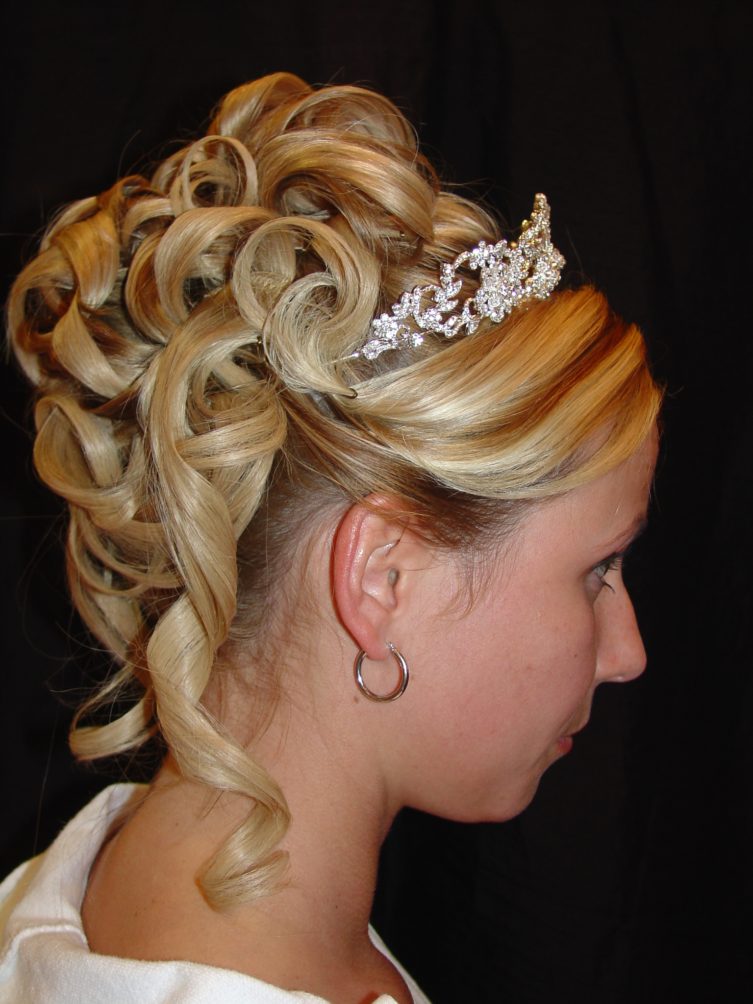 20 Easy Updo Hairstyles for Long Hair   MagMent