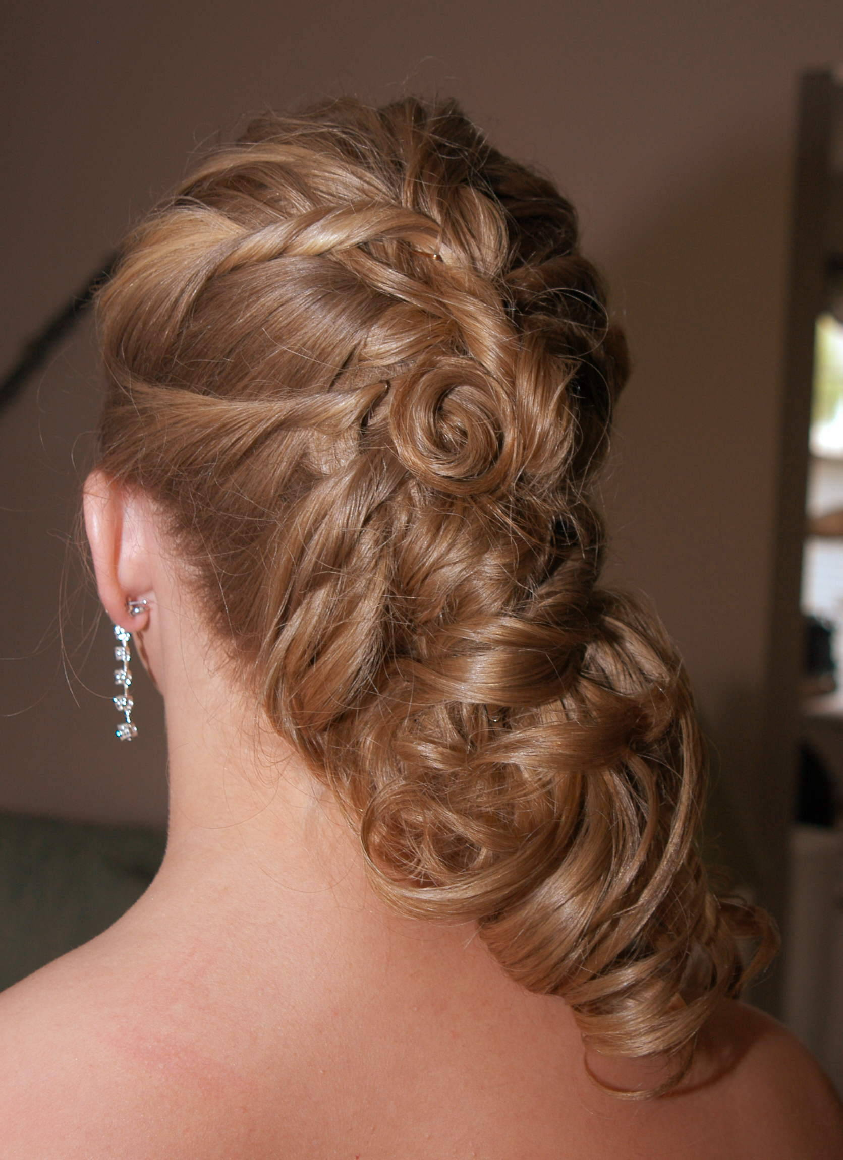20 Long Curls Hairstyles For Weddings You Can Do At Home