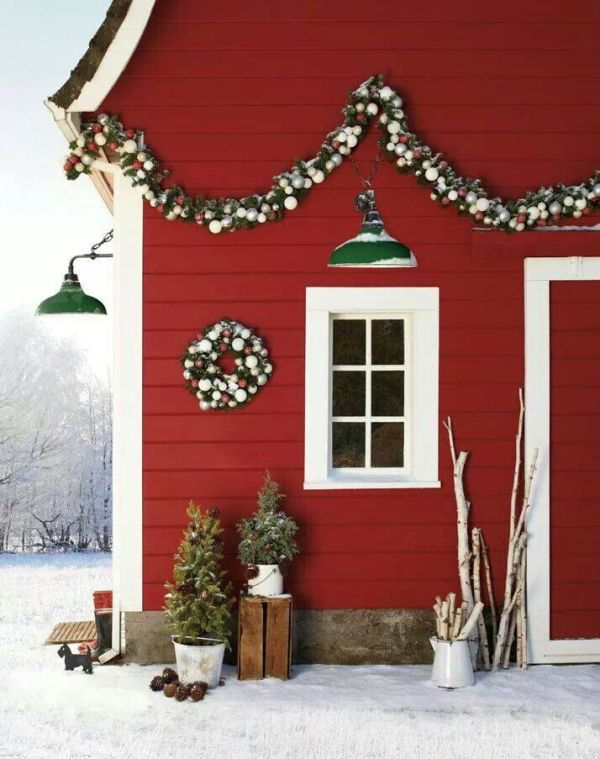 Country Barn Christmas Decorations