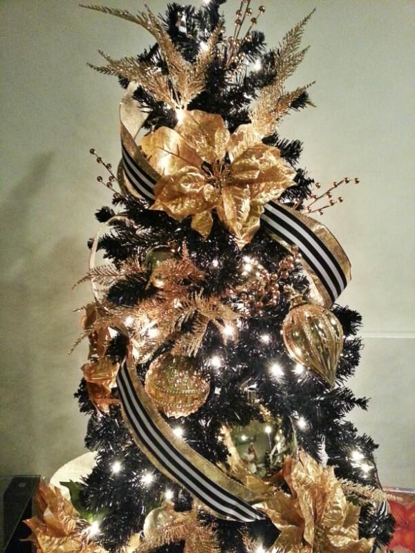 black-and-gold-christmas-tree-theme