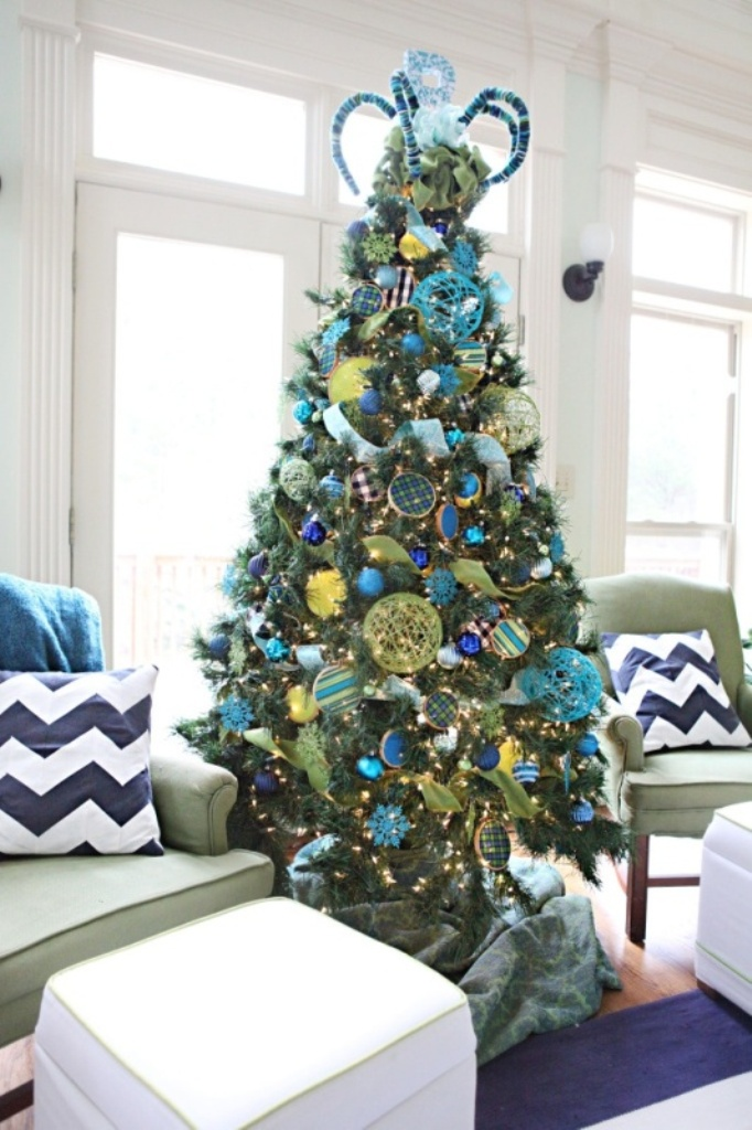 blue-and-green-christmas-tree-decorations-2016