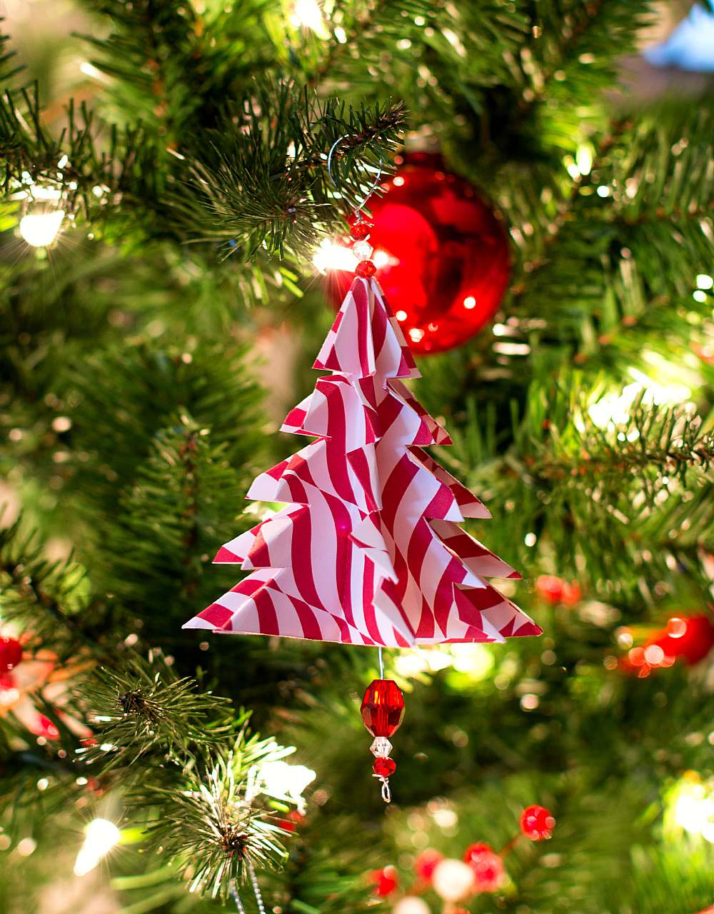 25 Easy Paper Christmas Ornaments You Can Make At Home: christmas tree ornaments ideas