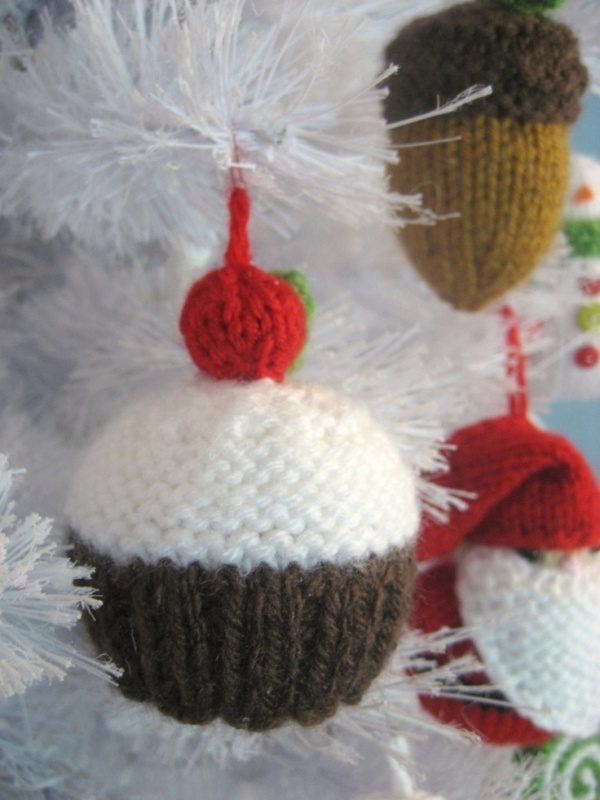 Knitting Pattern For Xmas Ornaments : 30 Colorful Knitted Christmas Ornaments Ideas - MagMent