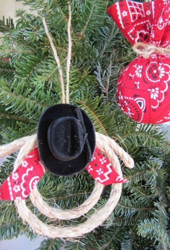 25 Felt and Fabric Country Christmas Ornaments Ideas - MagMent