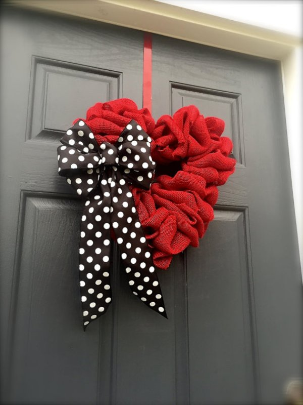 valentine-heart-door-wreath