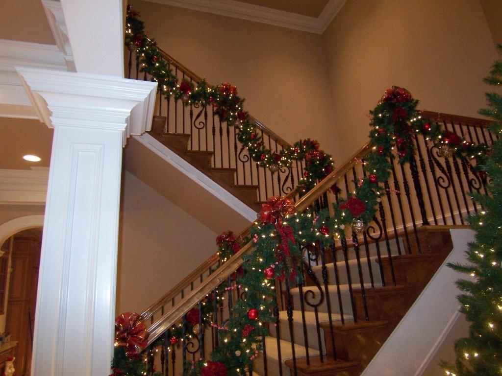 Christmas Staircase Decoration 4