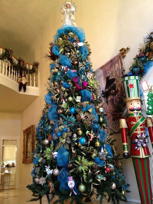 attractive-peacock-christmas-tree